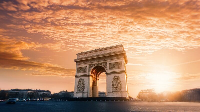 How to Plan a Budget Romantic Getaway to Paris